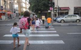 ילדים הולכים לבית הספר, ארכיון