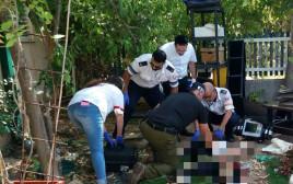 """צוות מד""""א מטפל בשודד הפצוע"""