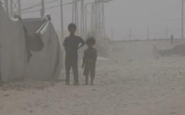ילדי פליטים במחנה