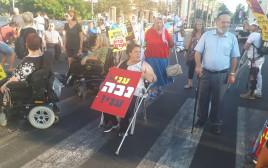 מחאת הנכים, המפגינים חוסמים את רחוב אבן גבירול בתל אביב