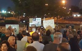 """הפגנה בפ""""ת בסמוך לביתו של היועמ""""ש"""