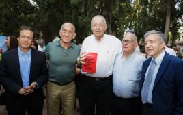 יוסי ביילין, דן קורן, חיליק גוטמן, אהוד אולמרט ויצחק (בוז׳י) הרצוג