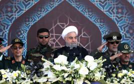 נשיא איראן חסן רוחאני במצעד צבאי