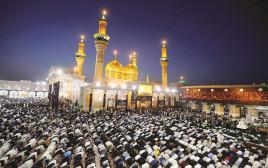 תפילה ברובע כאזמיה בעיראק