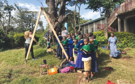 חברי המשלחת בטנזניה