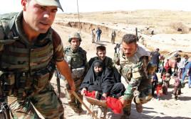חיילי פשמרגה בכירכוכ מעבירים פליטים כורדים למחנות עקורים