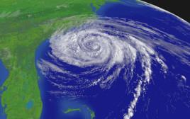 """הוריקן """"אופליה"""" סמוך לחוף המזרחי של ארה""""ב"""