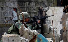 חייל פיליפיני במראווי (ארכיון)