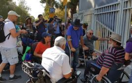 מחאת הנכים מול בית ראש הממשלה