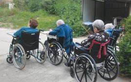 נכים קשישים