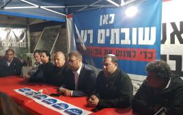 אורן חזן באוהל המחאה מול בית ראש הממשלה