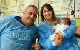 סוזאן זעזע עם התינוקת בבית החולים