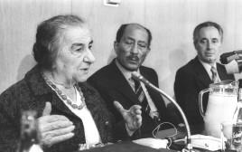 אנואר סאדאת עם גולדה מאיר ושמעון פרס