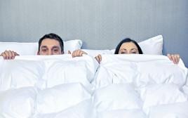 גבר ואישה במיטה