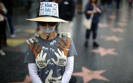 קמפיין Meetoo# אישה מפגינה בהוליווד