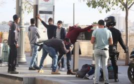 בידוק בטחוני סמוך לרכבת הקלה בירושלים