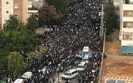 הלווייתו של הרב שטיינמן בבני ברק