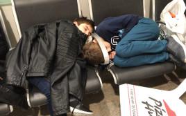 הילדים המעוכבים בשדה התעופה