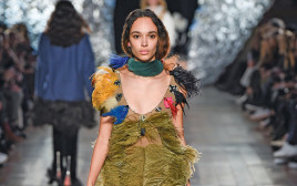 שמלת נוצות של סוניה ריקל לטקטיק. 7,480 שקלים