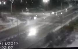 תיעוד: הרכב של המחבלים מערד בורח מזירת הפיגוע