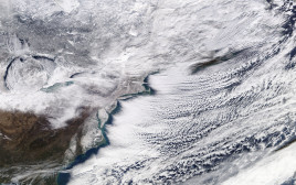 """הסופה שכיסתה את מזרח ארה""""ב וקנדה נראית בצילום של נאס""""א"""