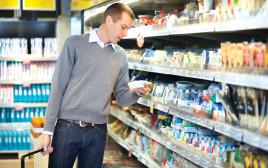 גבר בסופרמרקט, צילום אילוסטרציה
