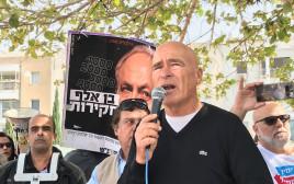 אסף חפץ בהפגנה בכיכר הבימה