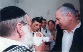 בנימין נתניהו ושלמה פילבר בברית בנו של פילבר, שנת 2000