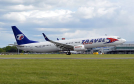 מטוס של חברת travel service