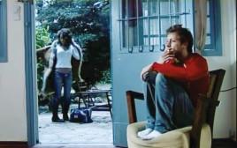 """הקליפ ל""""אל תלכי לי"""" של אייל גולן"""