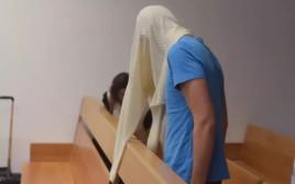 חבר לה פמיליה בעת דיון בבית המשפט