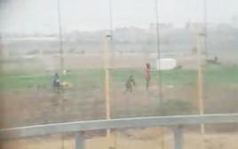 חיילים מתעדים אירוע ירי של צלף בעזה