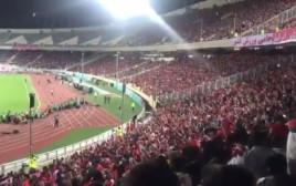 קריאות במשחק כדורגל באיראן בעד השאה