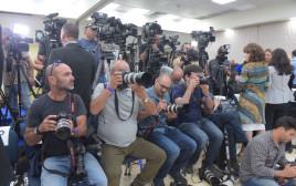 """עשרות אנשי תקשורת בקריה לקראת נאום רה""""מ"""