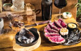 סינטה לצריבה אישית על חלוק נחל במסעדת הטרקלין בתל אביב