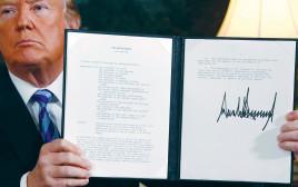 טראמפ מציג את החלטת הפרישה מהסכם הגרעין