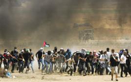 הפלסטינים בהפגנות סמוך לגדר המערכת ברצועת עזה