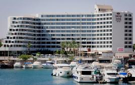 מלון קראון פלזה