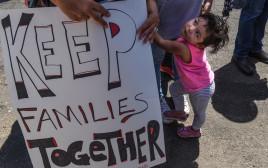 """הפגנה למען ילדי מהגרים בארה""""ב"""