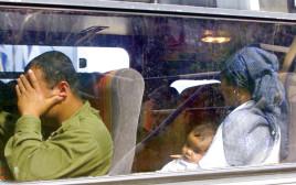 """אנשי צד""""ל ומשפחותיהם מפונים לישראל לאחר הנסיגה בשנת 2000"""