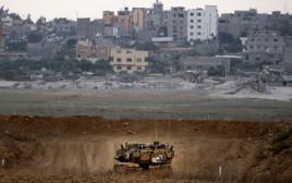 """טנק של צה""""ל מסייר בגבול עזה"""
