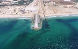 בניית המכשול הימי בחוף זיקים