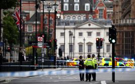 שוטרים ליד הפרלמנט בלונדון