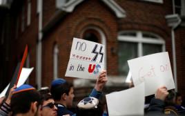 הפגנה מול ביתו של פאליג' בניו יורק
