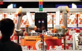 רובוט להרכבת צעצועים, גרמניה