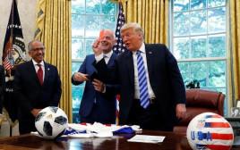 """דונלד טראמפ עם נשיא פיפ""""א"""