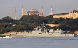 ספינת מלחמה רוסית במצרי הבוספרוס