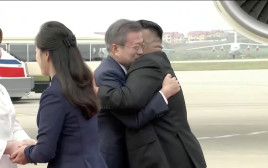 קים ג'ונג און מקבל את פניו של מון ג'יאה אין