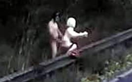עשה סקס עם בובה מתנפחת