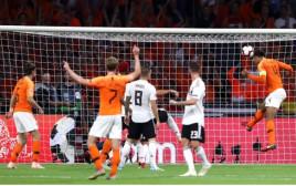 וירג'יל ואן דייק כבש לזכות הולנד